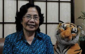Hoan's stepmother, doctor Nguyen Thi Ngoc Phuong, has now retired from Tu Du Hospital. I met her there the first time in 1984. She has spent most of her life caring for the patients and lobbying for assistance. She is still working tirelessly as a lobbyist for the Agent Orange victims.
